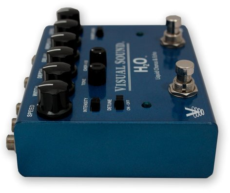 Truetone V3 H2O Stereo Chorus and Echo Guitar Effects Pedal V3H2O