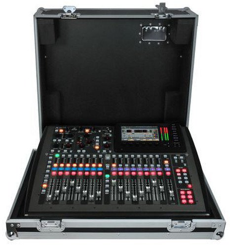 40-Input 25-Bus Digital Mixing Console with Touring Case
