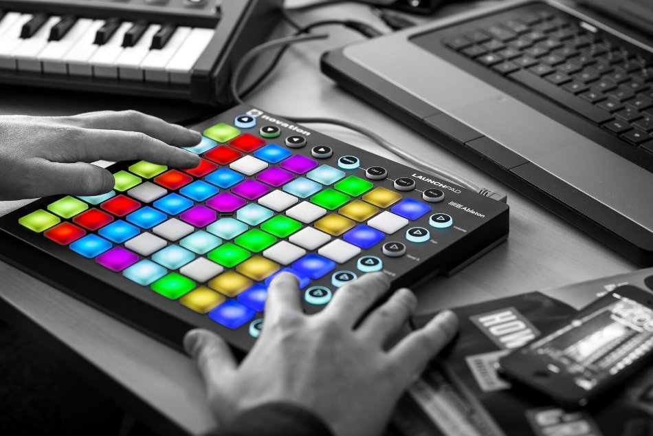 novation launchpad mk2 64 pad grid controller with rgb pads full compass. Black Bedroom Furniture Sets. Home Design Ideas