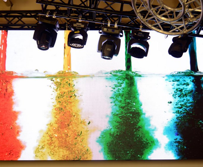 60-Panel Indoor Die Cast Aluminum LED Video Screen System with 5.21mm Pixel Pitch