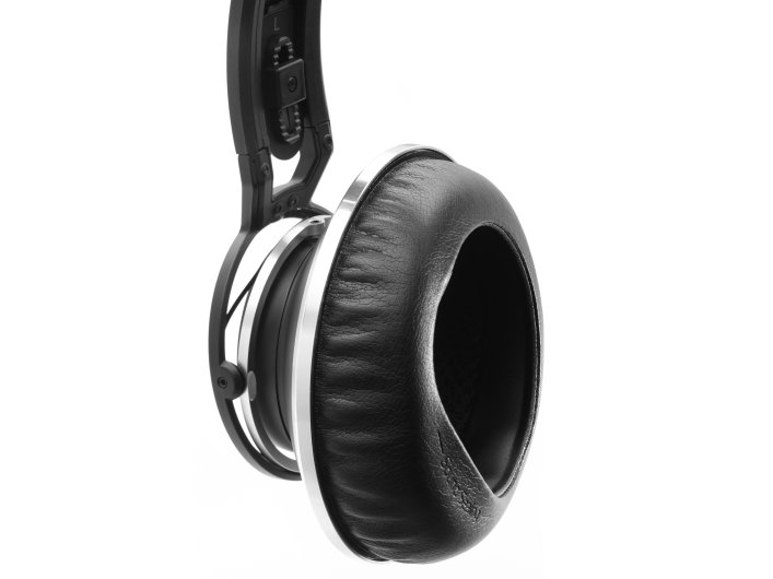 Master Reference Closed-Back Studio Headphones