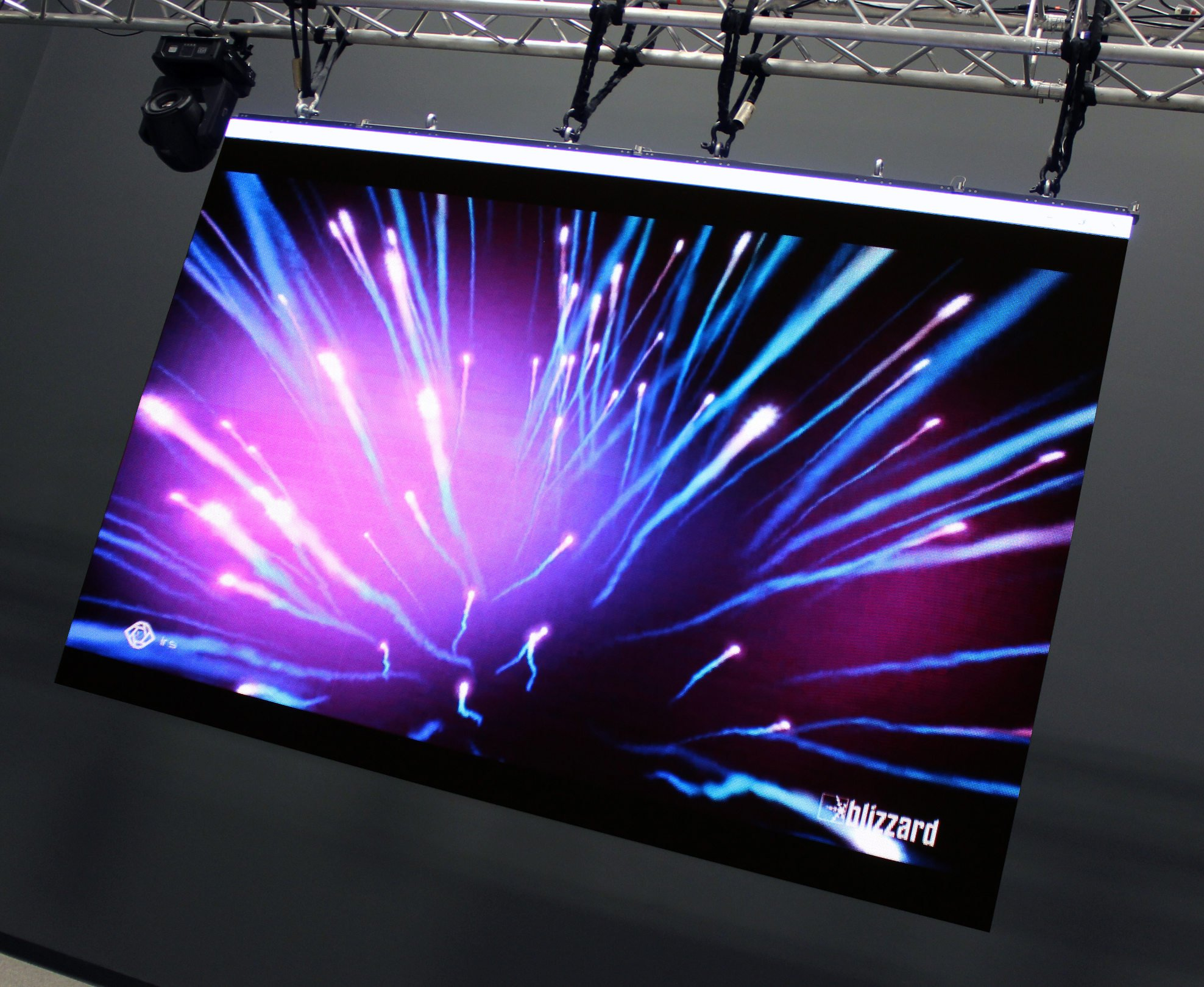 12 Panel Iris R3 LED Wall Package
